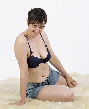 Mature Shorts Porn Pictures