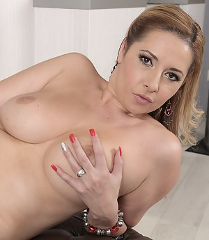 Mature Nails Porn Pictures