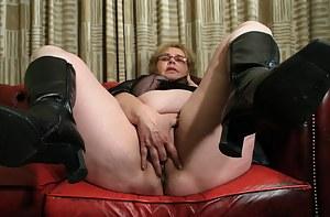 Mature Masturbation Porn Pictures