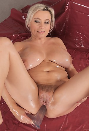 Oiled Mature Porn Pictures