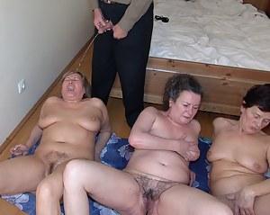 Mature Pissing Porn Pictures